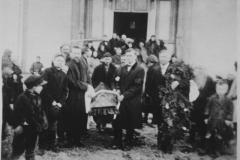 5005_koslosten_hautajaisia-suuri