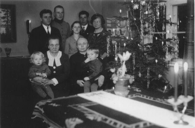 6125_jouluna_1937_manssilassa_ruotseja_ja_latvuksia-suuri